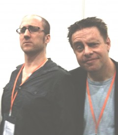 Kieron Gillen (Phonogram, Thor, S.W.O.R.D) och Paul Cornell (Captain Britain and MI13, Doctor Who) poserar