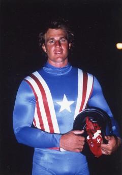 Reb Brown som Steve Rogers/Captain America.