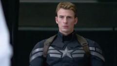 Kostymeringen är en annan lyckad aspekt av filmen. Här ses  Captain America i sin Super Soldier dräkt, men den klassiska från WWII dyker också upp.