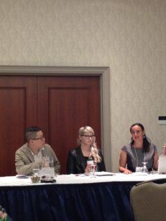 Jonathan Chau, Taryn Mahoney och Ariella Freedman inledde dagen i ett av tre konferensrum på CSSC.
